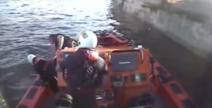 Runner dived into Thames to save drowning man